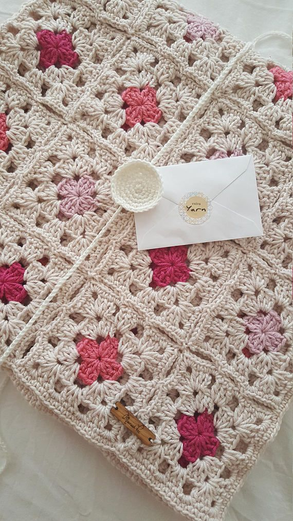 STYLECRAFT SPECIAL ARAN BORDERED BLANKET WITH STAR DESIGN MORTIF CROCHET PATTERN