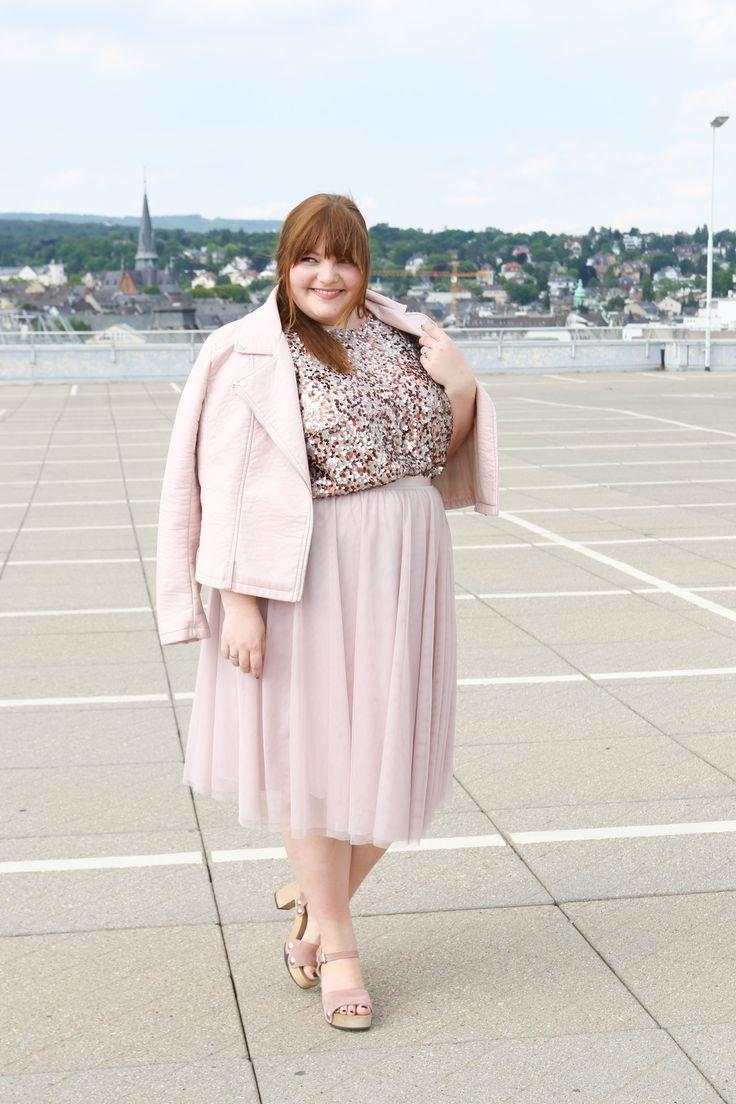Plus Size Blogger Challenge German Curves: Monochrom. Outfit in Millenial Pink (blassrosa / puder / rosé) von Kopf bis Fuß!