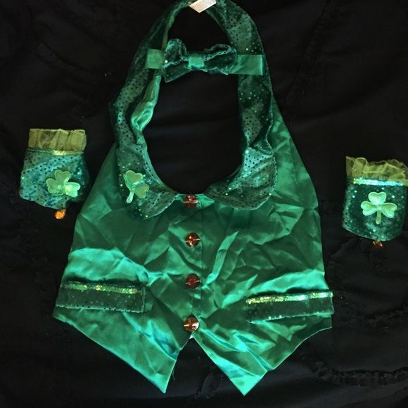 St. Paddy's day/ leprechaun costume Comes with vest, bow tie and wrist cuffs Other