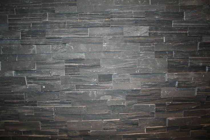 TESU steenstrips Rockface Black, 12x40 cm Z-vormig paneel, max 2 cm dik. met ingefreesde lijntjes. erg mooi.Mooi voor de woonkamer, op kantoor, werkplek of in de horeca.