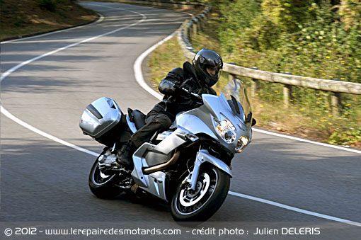 Moto Guzzi Norge GT 8V sur départementale