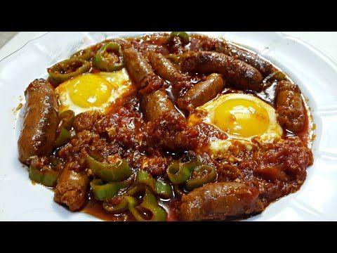 Ojja aux Merguez et aux œufs | Cuisine Tunisienne - /recette maman: 4 felfel à mettre ds une poêle avec un peu de huile (verre) frire puis ajouter 3 tomates frire puis 1cac ail .sel.poivron noir puis ajouter harissa puis de l eau.laisser un peu et ajouter les oeufs.saler et poivrer