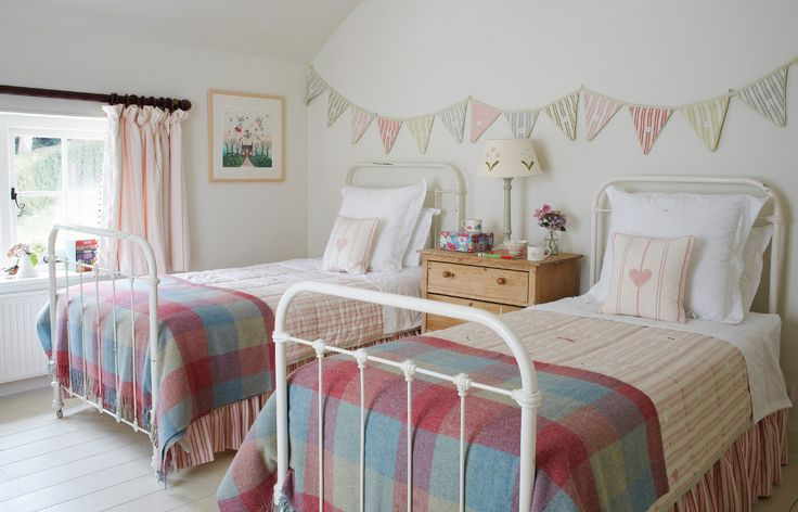Country style bedroom with wood floor and muted tones. #childrensbedroomdesign