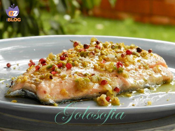 Filetto di salmone al pistacchio e pepe rosa, secondo di pesce buonissimo e raffinato, perfetto per una cena romantica!