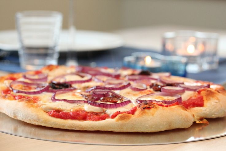 Grunnoppskrift på pizzadeig + litt om steking på pizzasten - TRINEs MATBLOGG
