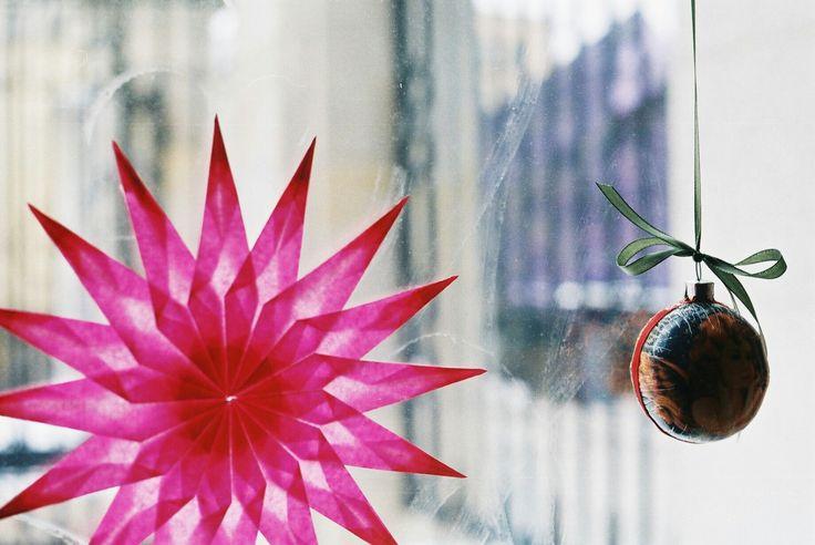 Pink  #prakticaelectronic #prakticab100 #35mm #35mmfilm #analogfeatures #analoguephotography #analog #filmphotography #filmisnotdead #ishootfilm #thefilmcommunity #theanalogueproject #keepfilmalive #analoguevibes #polishanalogue #artfilm #klisza #analogpeople #staybrokeshootfilm #fotografiaanalogowa #coffee #coffeemachine #filmshotsfromalltheworld #35analog