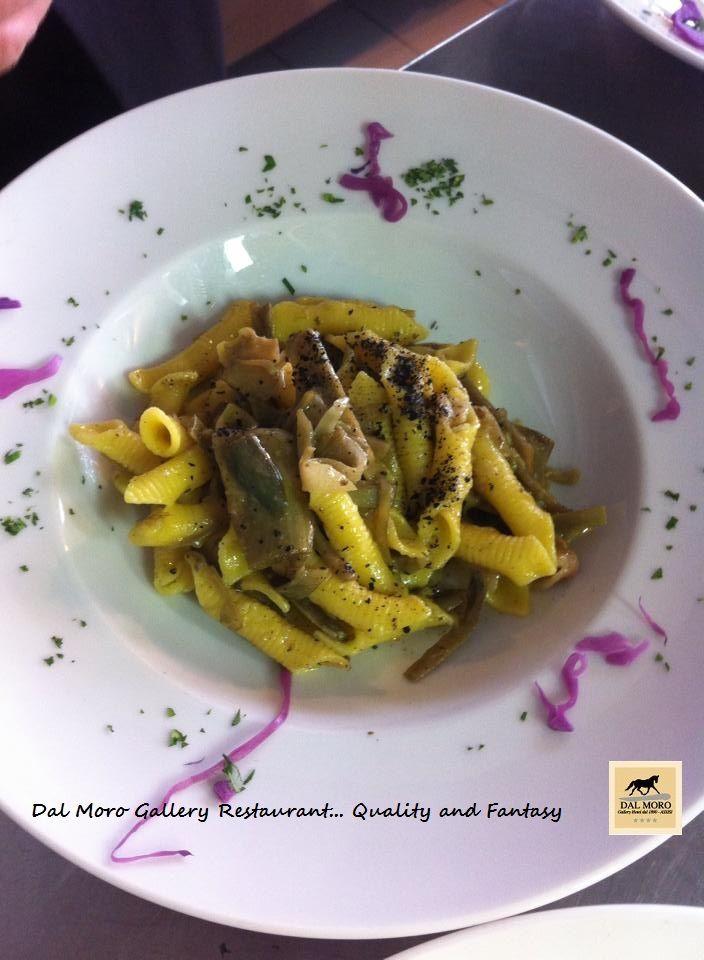 Primi piatti: Garganelli all'Uovo con Carciofi,Guanciale e Tartufo   #restaurant #Assisi #DalMoroGalleryHotel