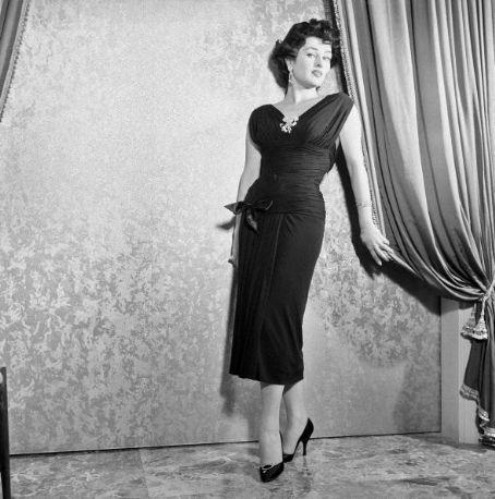 Cinema spettacolo fotografia danza e altro — Silvana Pampanini