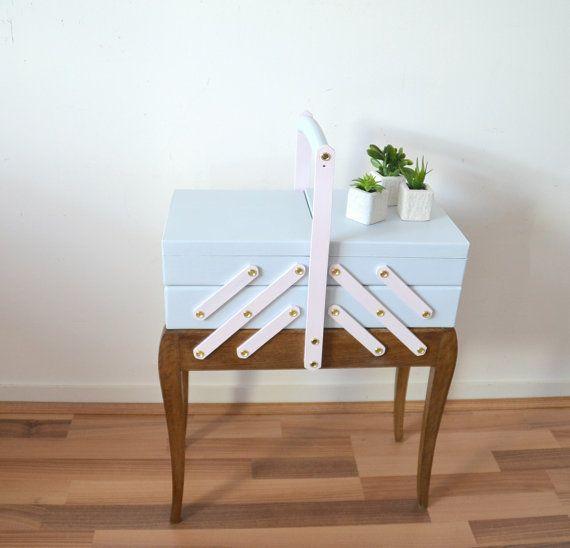 1000 id es sur le th me travailleuse couture sur pinterest travailleuse boite couture et boite. Black Bedroom Furniture Sets. Home Design Ideas