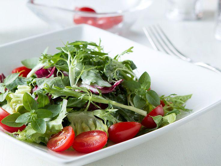 Para fazer sua salada ficar mais saborosa, um truque simples pode fazer toda a diferença para convencer você a servir-se mais desta opção tão saudável.