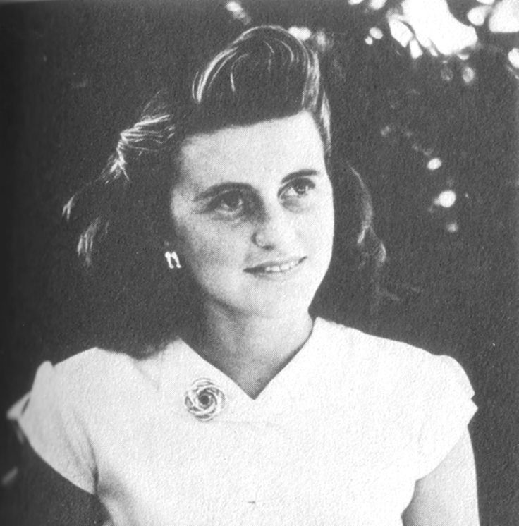 "http://en.wikipedia.org/wiki/Kathleen_Cavendish,_Marchioness_of_Hartington   Kathleen Agnes ""Kick"" Kennedy (February 20, 1920 – May 13, 1948), was the fourth child and second daughter of Joseph P. Kennedy, Sr. and Rose Kennedy. She was a sister of future U.S. President John F. Kennedy and widow of the heir apparent to the Dukedom of Devonshire  .❤♥❤"