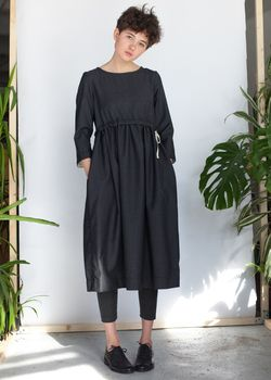 Темно-серое платье с кулиской из тонкой шерсти