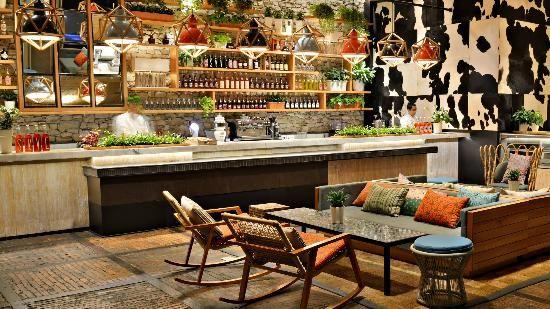SkyE Bar - Jakarta = un roof top de Jakarta ; la vue est magnifique
