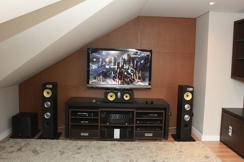 The Philips HTS3544 home theater system comes with DivX Ultra Certified for enhanced playback of DivX videos with DiviX support, you will be able to enjoy DiviX encoded video comfortably in your home. Defo one of the best home theater systems out there!