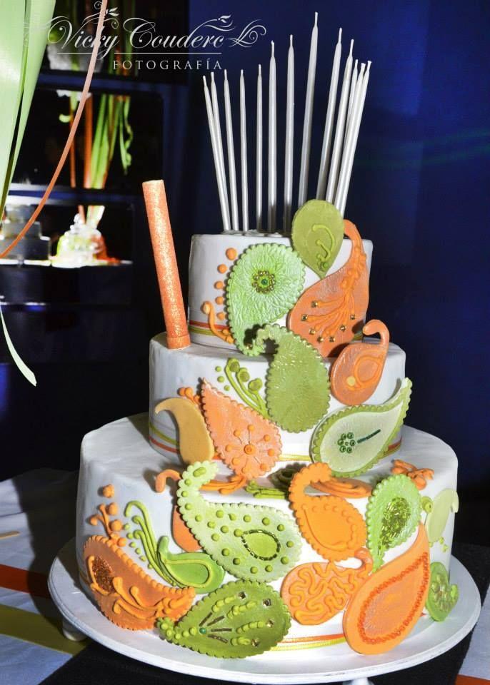 Torta 15 años  Tortas cakes by Dulcinea de la fuente www.facebook.com/dulcinea.delafuente  #fiesta #festejo #cumpleaños #mesadulce#fuentedechocolate #agasajo# #candybar  #tamatización #souvenir  #regalos personalizados #catering finger food