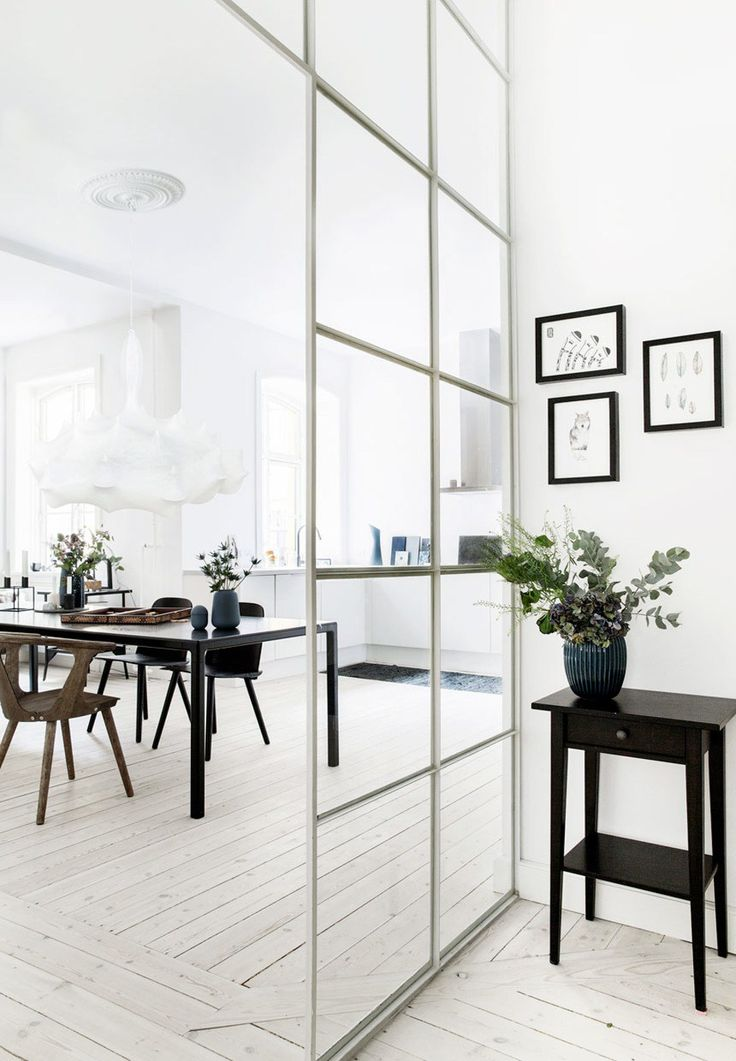 A glazed partition to divide the kitchen and hallway