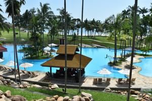 南シナ海を望む豪華なトロピカルリゾートBintan Lagoon Resortは、エアコン付きの客室、2つの屋外スイミングプール、テニスコート、ワールドクラスのゴルフコース2つ、デイスパ、12軒の飲食店を提供しています。 Bintan Lagoon...