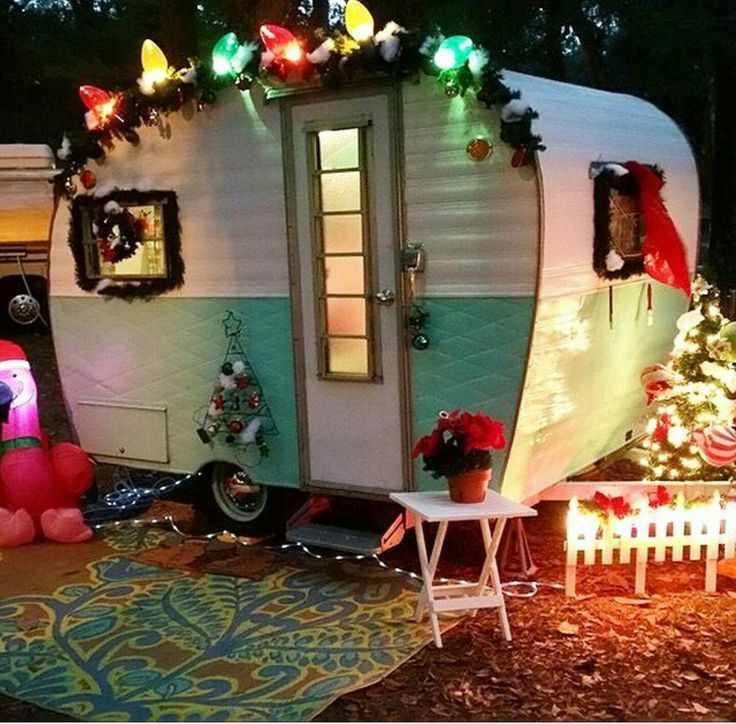 Christmas camper - vintage caravan - holiday trailer - winter glamping <O>