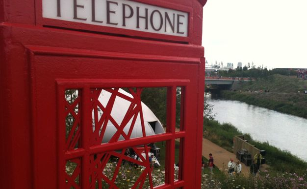 Off the beaten track, there are little gems to discover and every one of them is appreciated, photographed and studied by the enthsiastic visitors. We discovered this iconic British phonebox art near the hockey venue.: Iconic British, London 2012, Enthsiastic Visitors, Iconic Telephone, Beaten Track, Hockey Venue, Phonebox Art, Box Artwork, British Phonebox