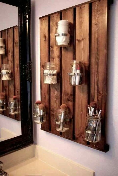 No wood. Just mason or other jars.