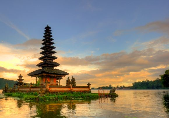 Beautiful Lake Bratan in Bali is overlooked by the stunning temple of Pura Ulun Danu Bratan.  Book your dream Balinese break online now at www.dreamdestination-holidays.com for great prices in Bali & worldwide! Holidays, travel, vacation, honeymoon, adventure, Indonesia, Asia