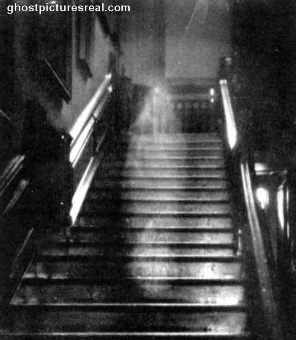 Pictures of Real Ghosts600 x 690 | 66.8KB | ghostpicturesreal.com--classic first pic of ghost taken....brown lady!!!!