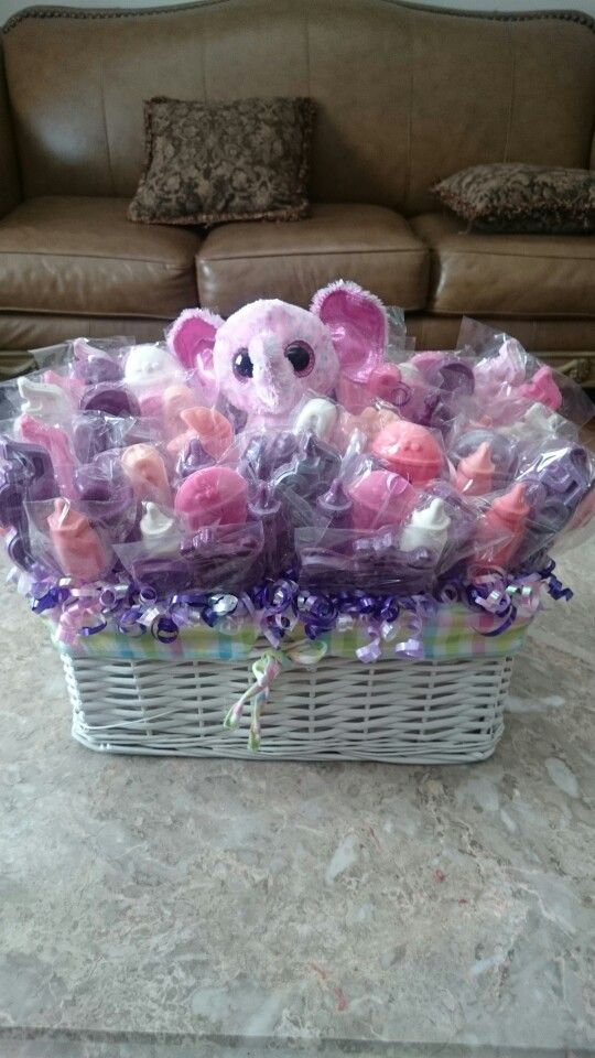 Chocolate lollipops centerpiece for baby shower