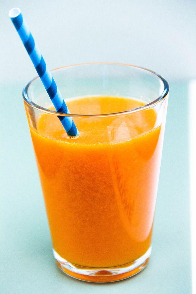 Свежий сок из мандарина, моркови и грейпфрута