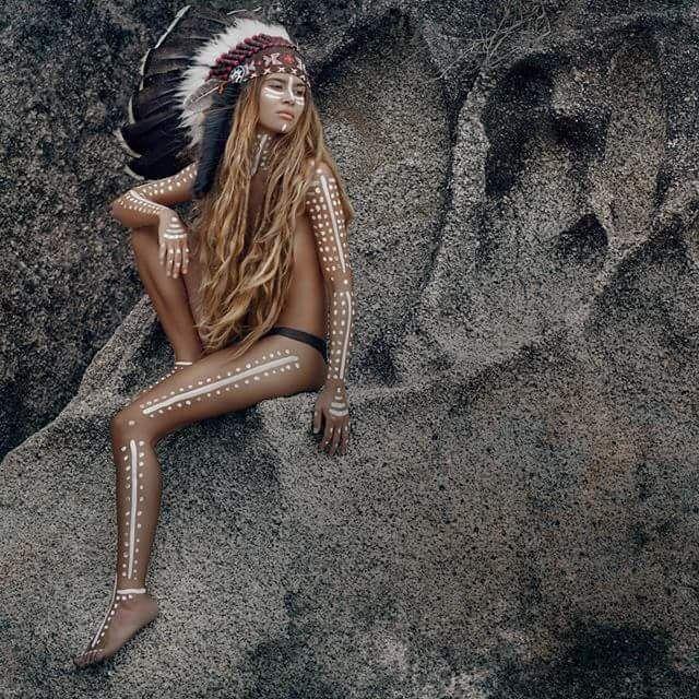 Photo by @photophangan style by @artphangan #boho #boholove #bohostyle #hippie #hippiestyle#Indian #style #dreadhead #feather #дреды #дредлоки #афропрически #волосы #остров #Бали #Индонезия #Убуд #дредастые #волосы #роуч #индеец #хиппи #перо #перья #украшения #dreads #dreadlocks #dread #dreadgirls #dreadstyle #bohoshic