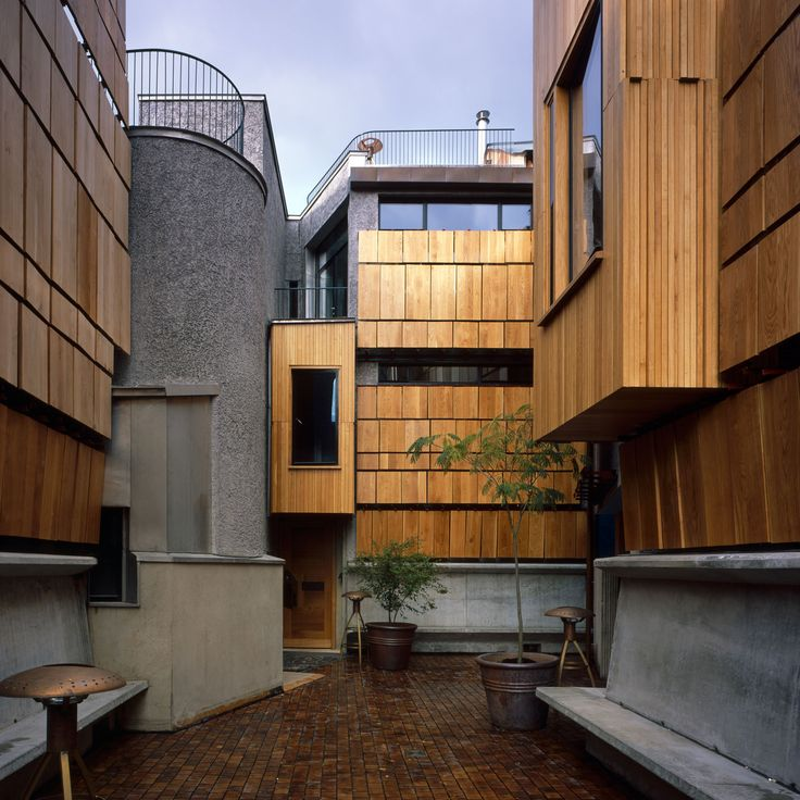 Named Walmer Yard, the £22-million development consists of four properties arranged around a courtyard in Notting Hill – interlocked but each with its own individual details and layout.