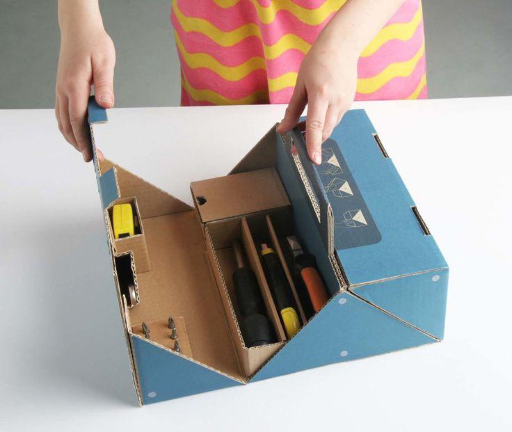 Дизайнер изФинляндии Anu Nokua создала картонный ящик дляинструментов иматериалов (шурупы, гвозди ит.п.) иназвала его FIX IT. FIX IT— этоинструментальный ящик изгофрокартона длямолодых людей, которые только что переехали всвой новый дом ипока что неимеют надлежащего набора инструментов.  Идея FIX IT заключается втом, чтобы создать экологичный, недорогой, удобный исимпатичный ящик дляинструмента который бы мог пригодиться всем.  Обычно эти наборы инструментов изготовлены…