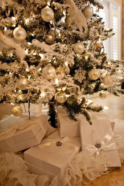 White tree trimmings w/matching skirt & simple but elegant packages. Lovely.