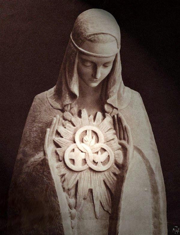 Statue de Notre Dame de la Trinité à Blois