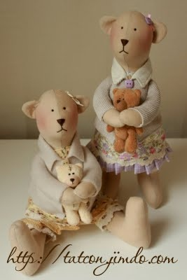 "aaaawwwww.....love these ""tilda"" bears! they are so cute!"