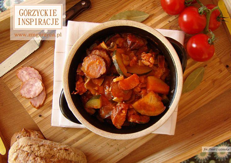 Leczo - klasyczne danie pełne smaku http://zmgorzyca.pl/index.php/pl/kulinarny/dania-glowne/362-leczo-4