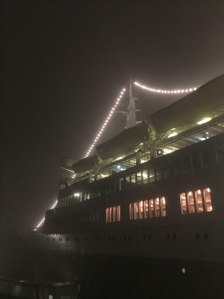 Hotel s.s. Rotterdam in de avond #Rotterdam #Katendrecht