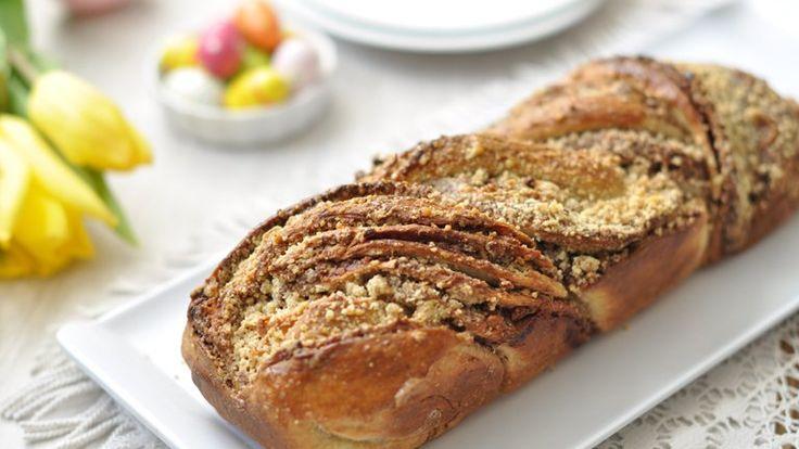 Kár lenne a pékségbe rohanni a húsvéti kalácsért. Ti magatok is elkészíthetitek ezt a csokis kalácsot, ami nemcsak finom, de olyan szép is, hogy az...