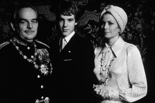 Prince Albert of Monaco posing with his parents, Rainier and Grace, for his 18th birthday. March 14, 1976.