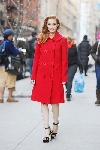 Le star con il cappotto rosso - Il cappotto rosso di Jessica Chastain