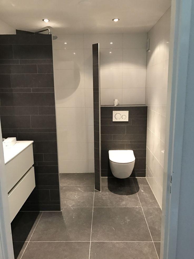 Diese begehbare Dusche besteht aus 2 gefliesten Wänden in Pentagon-Anordnung. Inloo … #bathroomdesignideas #begehbare #besteht #diese #dusche #gefliesten #pentagon #wanden – Today Pin