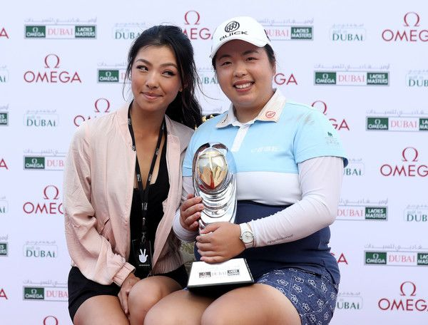 Muni He Photos - Shangshan Feng of China holds the trophy with Muni He of China after her victory during the final round of the 2016 Omega Dubai Ladies Masters on the Majlis Course at the Emirates Golf Club on December 10, 2016 in Dubai, United Arab Emirates. - Omega Dubai Ladies Masters - Day Four