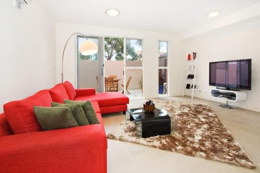 5/114a Westbury Close, East St Kilda, Melbourne. This is an immaculately furnished 1 bedroom St Kilda East apartment on the first floor with a large sun filled balcony. A spacious suite with abundant natural light and loft style bedroom, overlooking exciting Balaclava. This boutique accommodation is perfect for couples, relocations and executive apartment rentals.