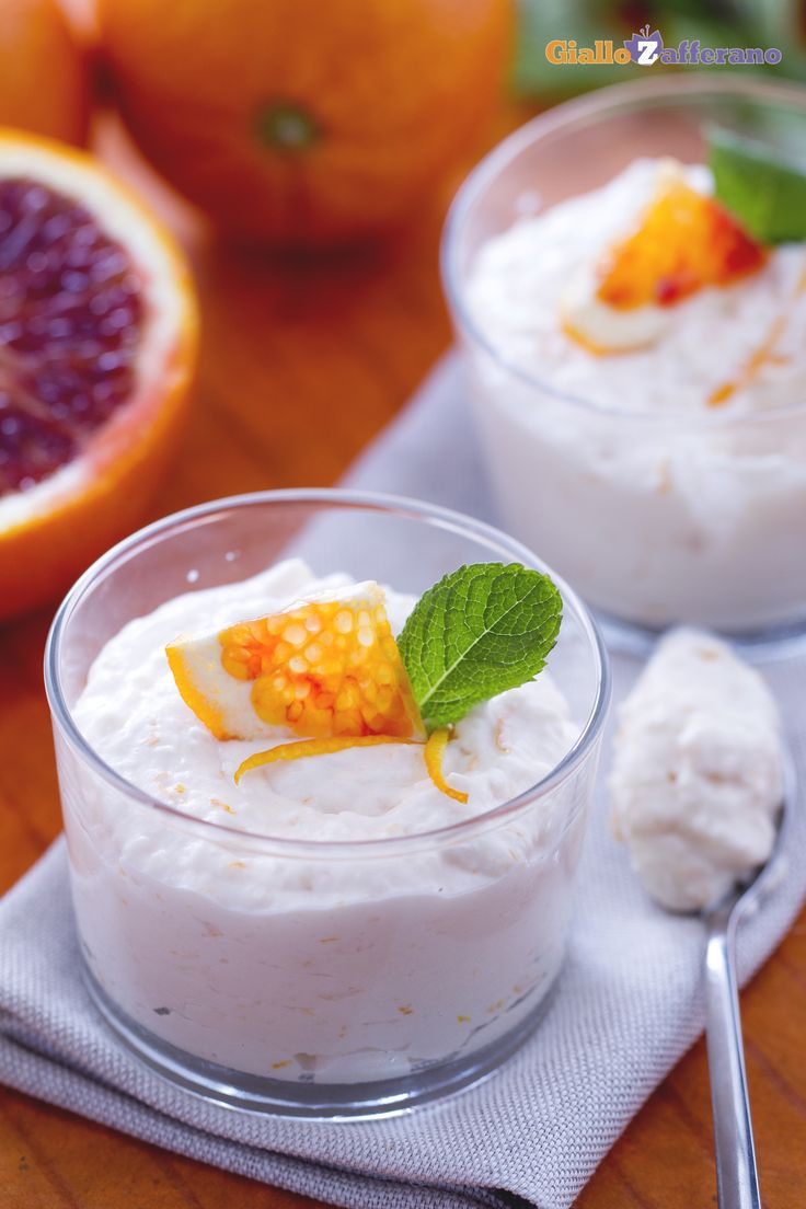 La #mousse all'arancia (orange mousse) è un dessert al cucchiaio molto sfizioso che porta in tavola tutta la bontà e tutta la freschezza degli agrumi. #ricetta #GialloZafferano #italianfood #italianrecipe