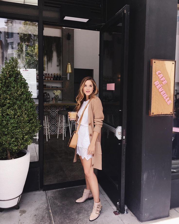 Little white eyelet @gap dress today. Looking forward to tonight's event at the Gap Chestnut St location in SF from 6-8pm tonight! There'll be drinks bites shopping & a chance to enter to win a trip to Palm Springs with a @steamlineluggage full of new @gap pieces. Hope to see you there! RSVP info in the link in my profile xx