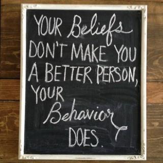 Tus creencias no te hacen mejor (o peor) persona, tu comportamiento si.
