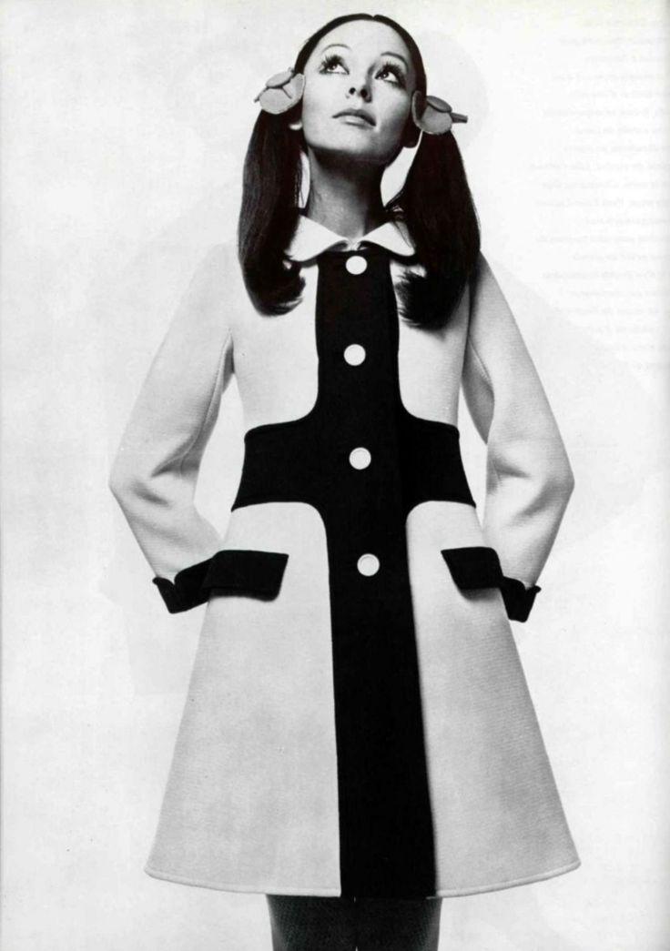 Source : Courrèges coat 1960 #demoisellecapeline wedding planner Bretagne et FRANCE (demoisellecapeline@gamile)