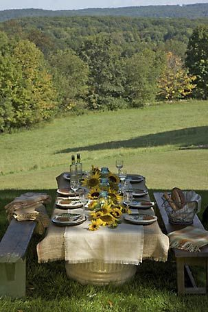 Burlap and sunflowers: Burlap, Alfresco, Tables Sets, Tables Based, Dinner Parties, Picnics Tables, Outdoor Tables, Country, Outdoor Eating