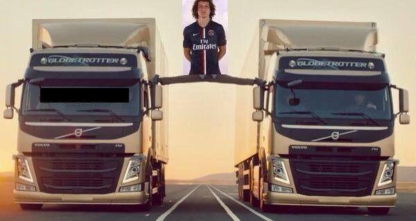 Brazylijczyk opiera się nogami o ciężarówki • David Luiz jak Jean-Claude Van Damme po meczu z Barceloną • Zobacz śmieszny mem >> #luiz #memes #psg #football #soccer #sports #pilkanozna #funny