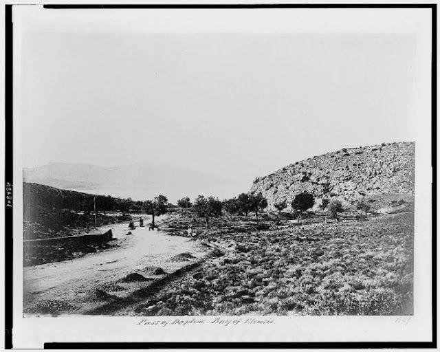 Η ΙΕΡΑ ΟΔΟΣ στο  Δαφνί προς Σκαραμαγκά. Φωτογραφία του 1882.