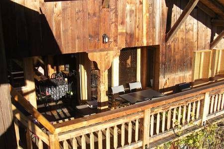 Regardez ce logement incroyable sur Airbnb : SAMOENS 74340  Maison chaleureuse - Maisons à louer à La Rivière-Enverse